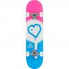Značkový, snadno ovladatelný skateboard pro všechny kategorie jezdců. Určen pro jízdu ve skateparku a pro provádění všech běžných triků. Hmotnost skateboardu: 2325 g Obrázky jsou ilustrativní, nalepený griptape je jednobarevný, bez potisku.