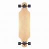 """Skvělý dřevěný longboard pro začátečníky, ale i mírně pokročilé adrenalinové nadšence. Vhodný pro ty, kteří si chtějí vyzkoušet cruising, downhill nebo jen řezat zatáčky. Dřevěná deska je dropnutá, což má za následek vyšší stabilitu a 7"""" trucky usnadňují nastavení tuhosti."""
